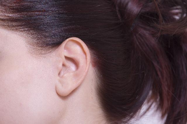 こめかみ部分の白髪はストレスが原因?